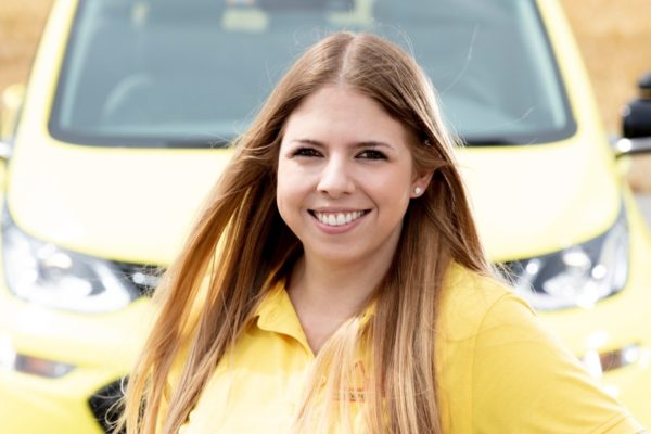 Giorgina Carretta besteht Fahrlehrerabschlussprüfung mit hervorragendem Resultat